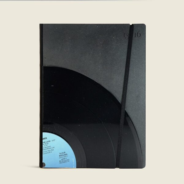 Cistomizable notebooks and diaries in vinyl